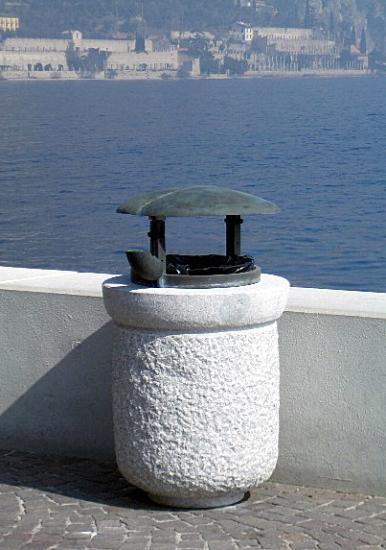 natursteinprodukte blumenkasten aus stein hersteller bullstones. Black Bedroom Furniture Sets. Home Design Ideas